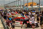 Público pode conferir os carros de perto antes das largadas (Rodrigo Guimarães)