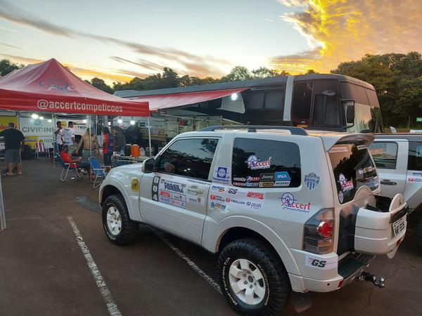 Dupla da equipe Accert Competições comanda uma Mitsubishi Pajero Full (Divulgação)