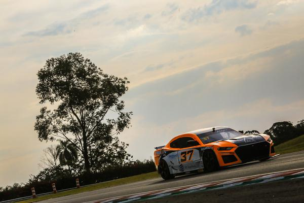 O grid da GT Sprint Race 2021 é formado por 20 belas máquinas (Foto: Luciano Santos / SiGCom)