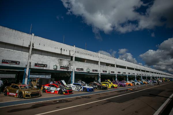 O campeonato da GT Sprint Race Brasil chega a sua metade (Luciano Santos / SiGCom)