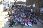 Estudantes que receberam a visita da equipe do Rally Cuesta Off Road (Luciano Santos/SigCom)