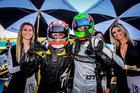 Luca Milani e Vinícius Margiota comemoram as vitórias (Rodrigo Guimarães/Sprint Race)