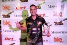 Geison Belmont com o troféu Guidão de Ouro 2018 (Darcy Di Pompo/DirtAction)