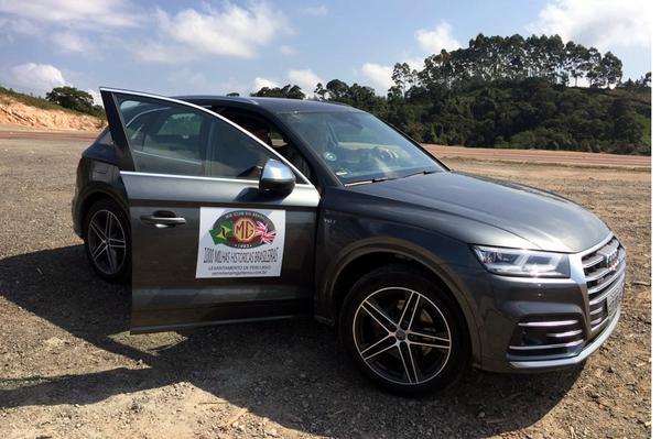Audi SQ5 fazendo o levantamento do Rally 1000 Milhas Históricas Brasileiras