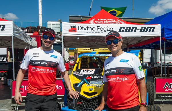 Gustavo Gugelmin (E) e Reinaldo Varela (D) estão prontos para o deserto do Peru