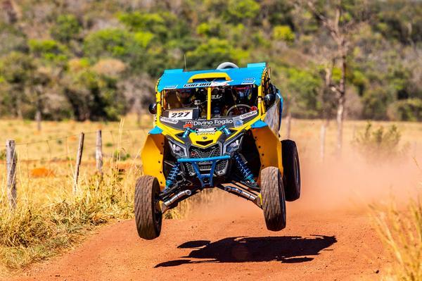 Campeão do Rally Dakar, Reinaldo Varela largou em terceiro