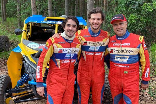 Rodrigo (E), Bruno (C) e Reinaldo (D) Varela: Família da Poeira domino o UTV