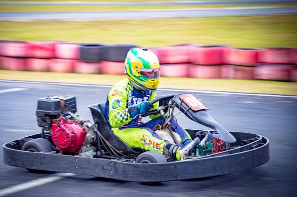 Alberto Otazú lidera a categoria Champ da F-Kart com folga
