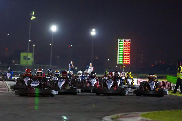 Os grids na AKSP costumam superar os 25 pilotos em cada categoria