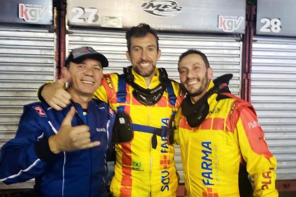 O vencedor Sérgio Gonçalves (C) ladeado por Hélio Bianchi E) e André Relvas (D)