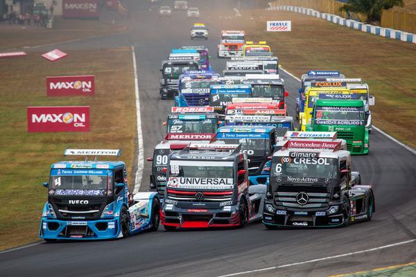 Iveco, VW e Mercedes brigam pela ponta em Goiânia