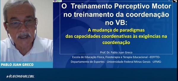 Professor Pablo Greco durante palestra na Academia do Voleibol (Divulgação/CBV)