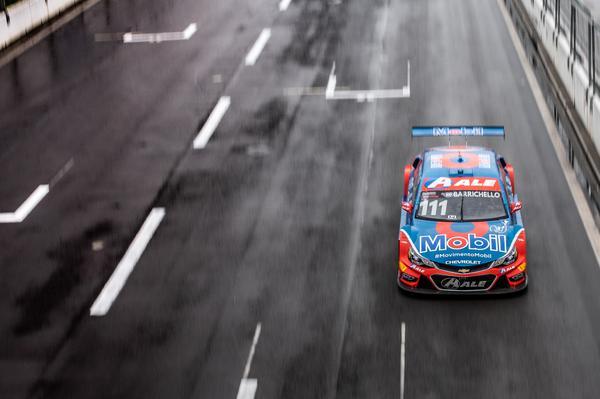 Rubens Barrichello larga em terceiro neste domingo na Stock 500