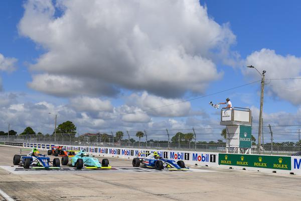 A emocionante chegada da corrida 3 em Sebring