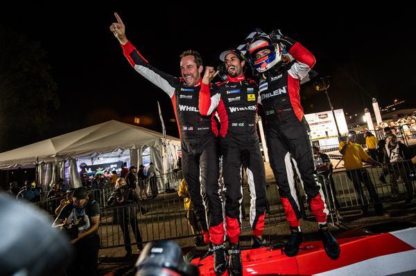 O trio vencedor das 10 Horas de Petit Le Mans