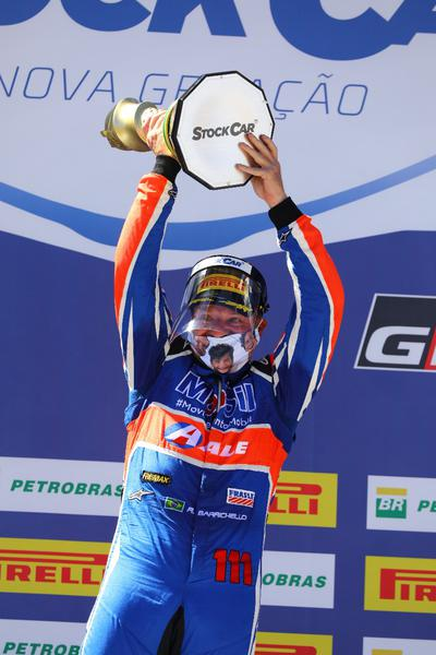 Rubens Barrichello comemora vitória