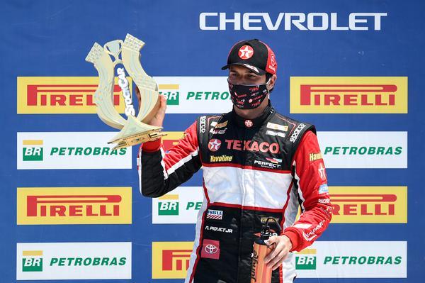 Nelson Piquet Jr. no pódio, há 15 dias, em Curitiba