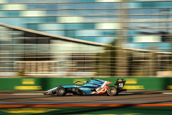 Brasileiro abandonou a última corrida do ano neste domingo