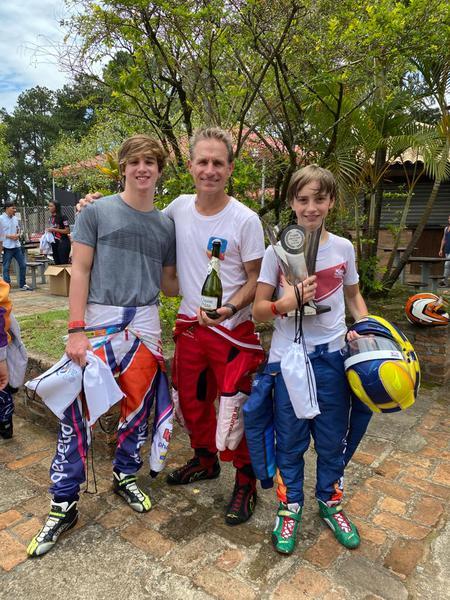 Felipe Giaffone com os filhos Nicolas e Tito