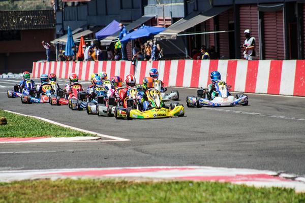 Junior Max teve vitórias de Vinicius Tessaro