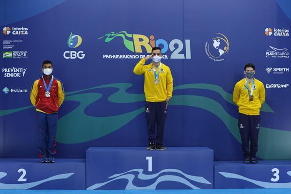 Caio Souza ouro (argolas, salto e paralelas), Diogo Soares, bronze nas paralelas