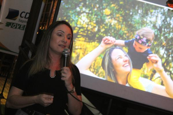 Caroline Hoffmeister conversou com grupo de jovens