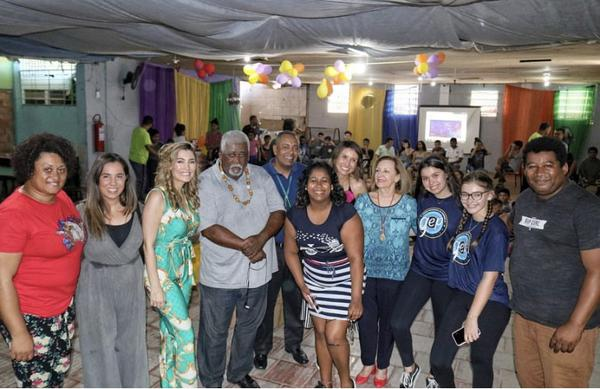 Entrega das doações feitas pelo Colégio Província de São Pedro