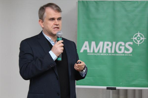 Médico Claudio Galvão