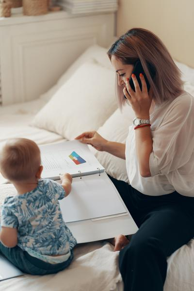 Mães dividem o tempo de trabalho com os filhos