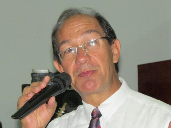 Psicólogo, teólogo e professor, Dr César Augusto Emerich.