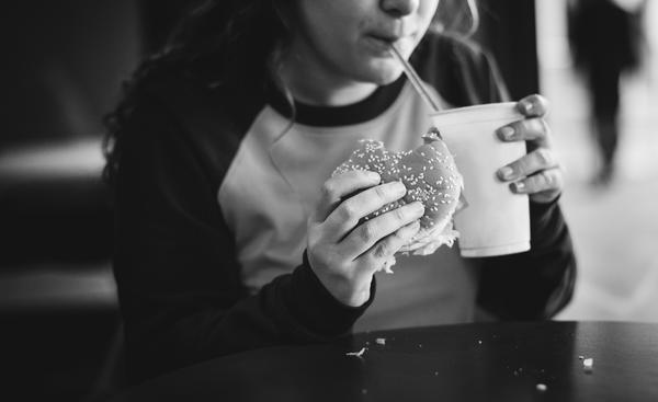 Obesidade está relacionada a hábitos alimentares errados
