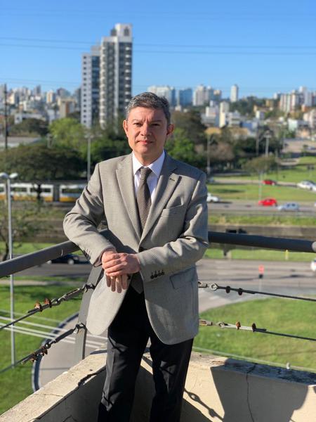 Dr. Gerson Junqueira Jr. Presidente Associação Médica do Rio Grande do Sul