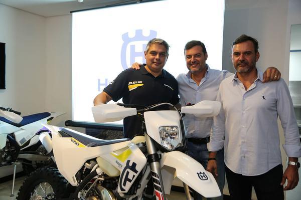 Nielsen com os irmãos Raul e Mauricio Fernandes da Husqvarna Brasil