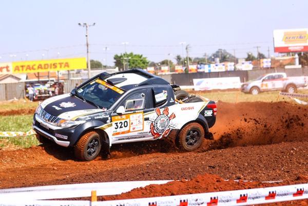 Dupla do Corinthians Rally Team no Prólogo, em Campo Grande (Fotop)