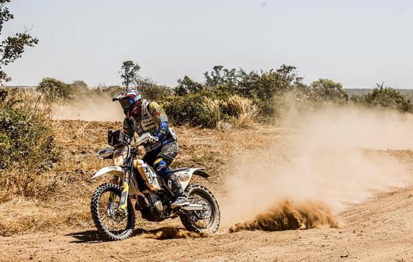 Pilotos da equipe competem com a Husqvarna FE501 (Sanderson Pereira/Photo-S)
