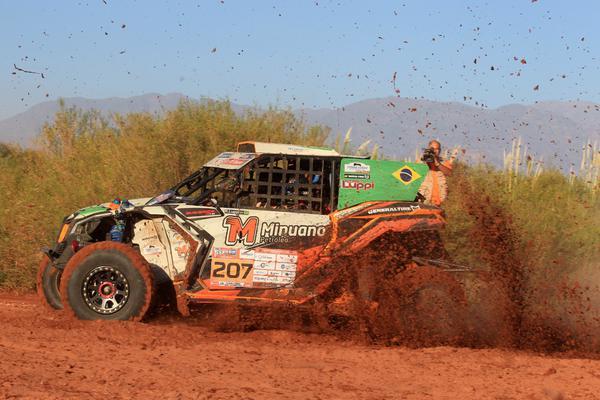 Luppi/Justo cravam o melhor tempo da terceira etapa, entre UTVs e carros (Emilio Oppezzo)