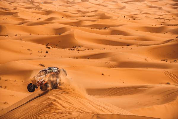 Desafio do dia: dunas de 150m, trechos rápidos, rios secos e muita navegação (@mchphotocz)