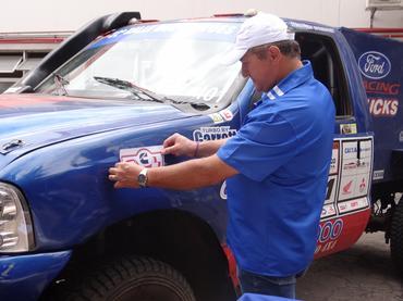 Piano durante a visita à Cummins, fabricantes de motores