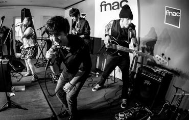 Banda no show da Fnac Morumbi (SP) no início do mês