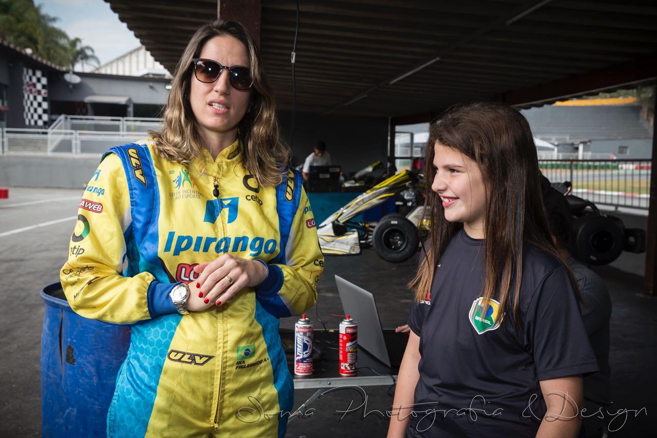Antonella tem recebido dicas e orientações da piloto da Stock Car Bia Figueiredo