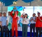 Troféu com os ministros da Malásia (Divulgação / F3000)
