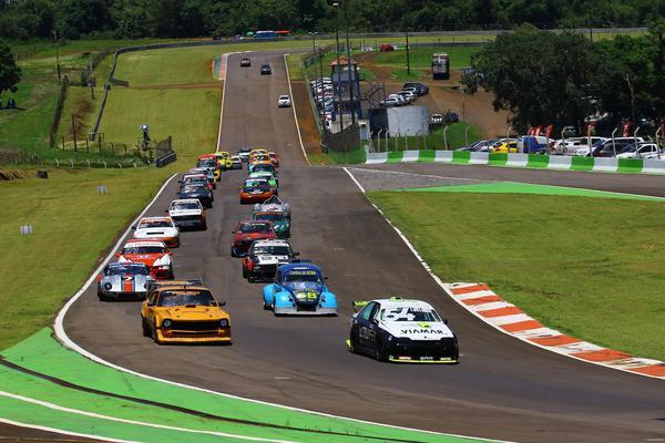 A 1ª edição da Gold Classic, em 2019, reuniu 44 carros e mais de 50 pilotos