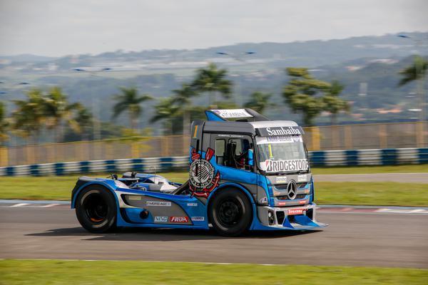 Campeão Roberval Andrade larga da quarta fila em sua estreia com a Mercedes-Benz