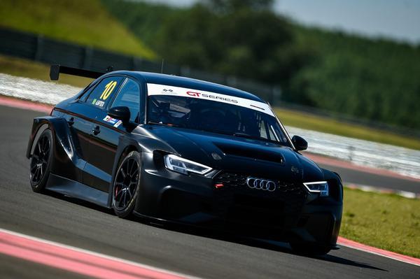 Audi RS3 LMS TCR da Cobra Racing Team (Duda Bairros / Divulgação)