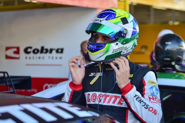 Digo Baptista se prepara para a primeira corrida, em Interlagos (William Inácio)