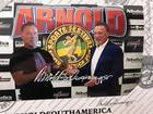 Foto de Arnold com Arnold em realidade aumentada (Rodrigo Dod / Savaget)