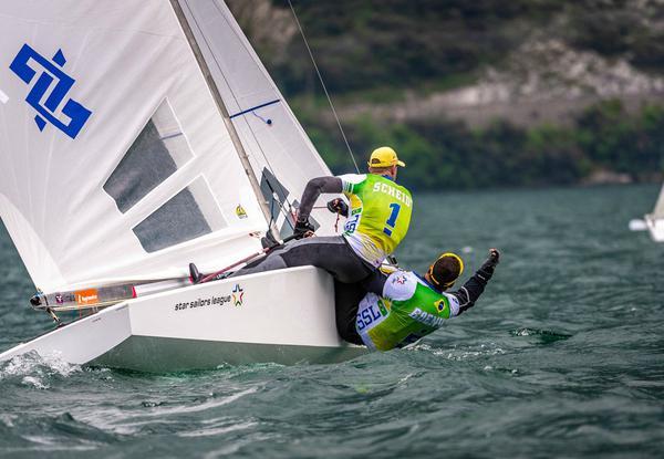 Robert e Maguila velejam no Lago Di Garda