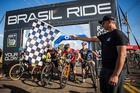 Mario Roma dá a largada (Fabio Piva / Brasil Ride)