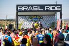 Mario Roma homenageia Russ Baker e Waldeli dos Santos Rosa (Fabio Piva / Brasil Ride)