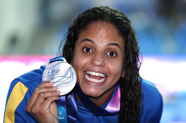 Etiene comemora a medalha de prata na Coréia do Sul